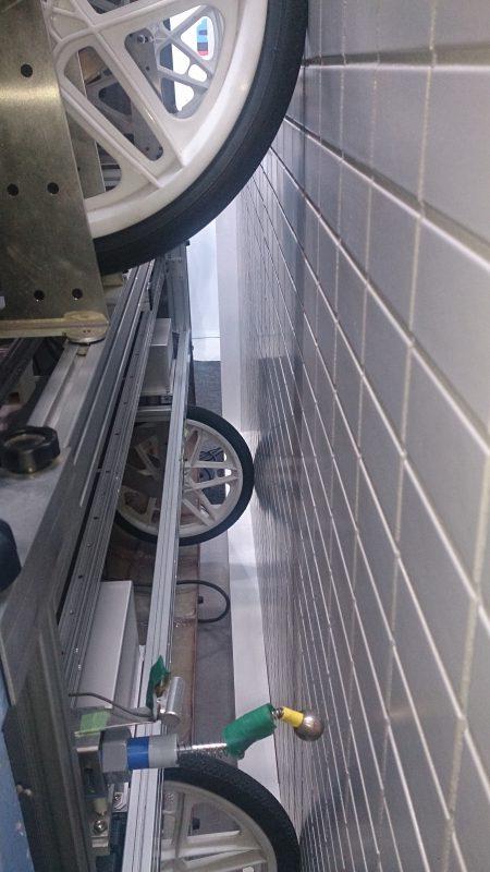 打診ロボットを横から撮影
