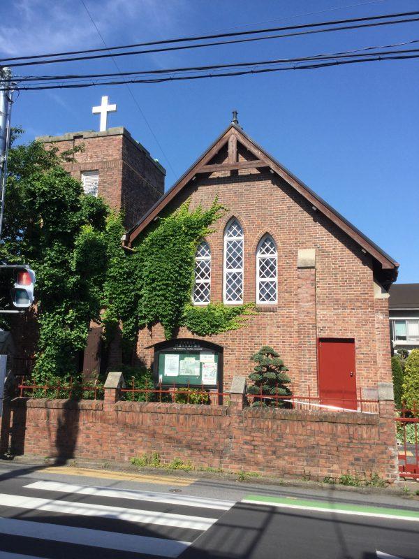 町中にポツンとある煉瓦つくりの教会