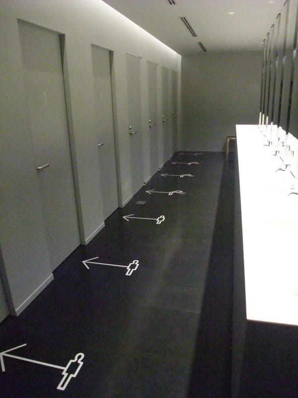 シャワールームとトイレのサイン