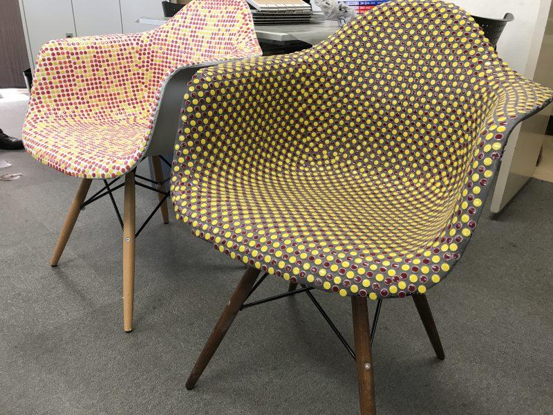 左の椅子は、現地に見に来てください!!