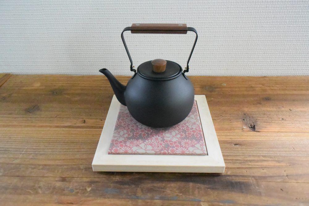 陶敷 150角タイル 鍋敷き 鍋敷きタイル コバ施釉 柄タイル 木製ホルダー 鳥獣戯画 日本の伝統柄